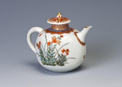 A Miniature Arita Teapot, circa 1700.