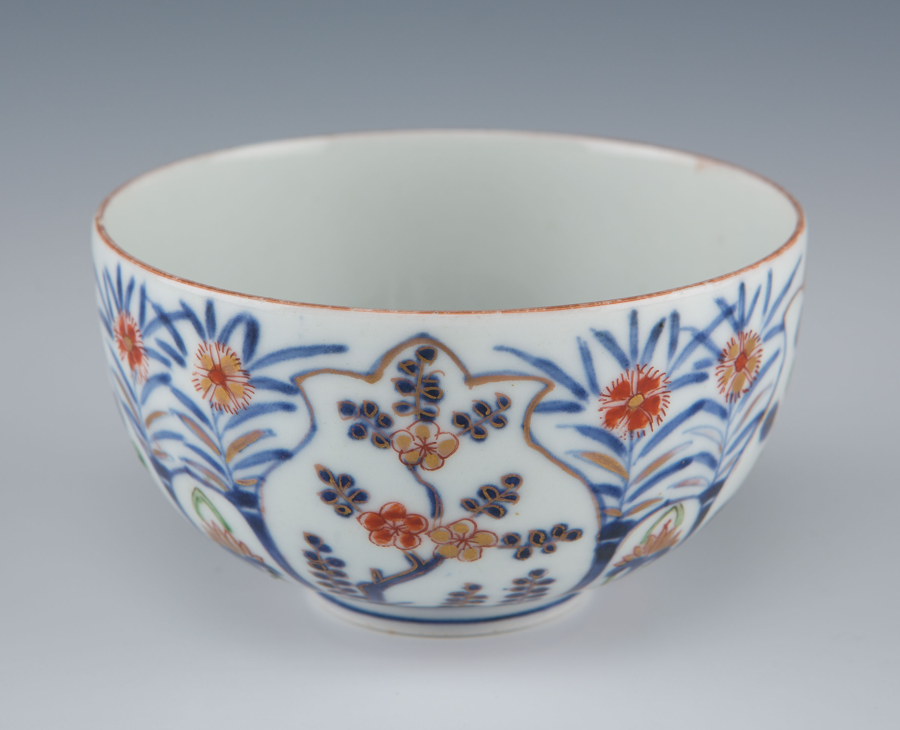 A small Japanese Imari bowl, 18th Century.