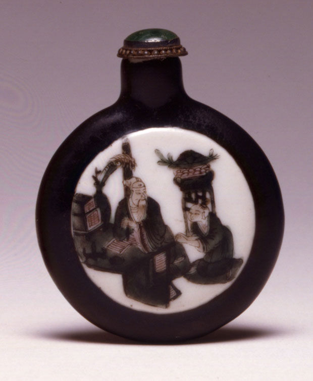 A porcelain snuff bottle, 1830-1880.