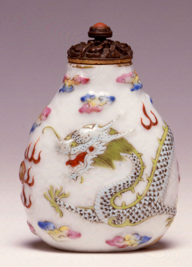 A porcelain snuff bottle, 1830-1860.