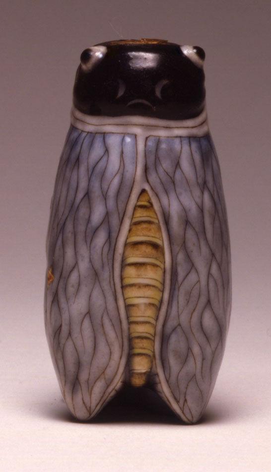 A moulded porcelain snuff bottle, 1850-1920.