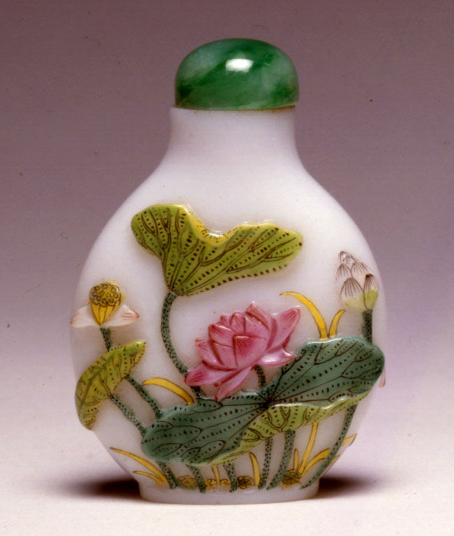 An opaque white glass snuff bottle, 1750-1850.