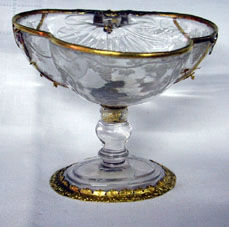 A gold-mounted rock crystal bowl, late 16th Century.