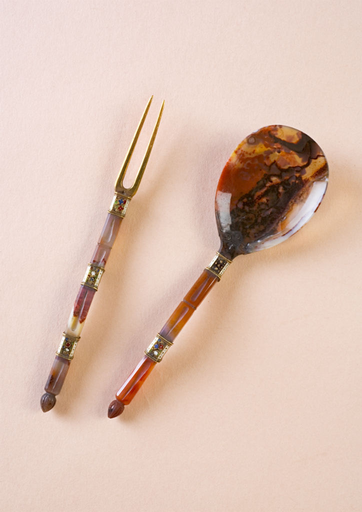 A South German or English gold and jewel set agate spoon, circa 1580.