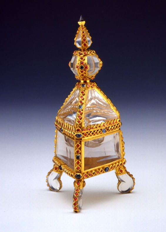 An Indo-Portuguese gold and gem-set mounted rock crystal covered salt, 17th Century.