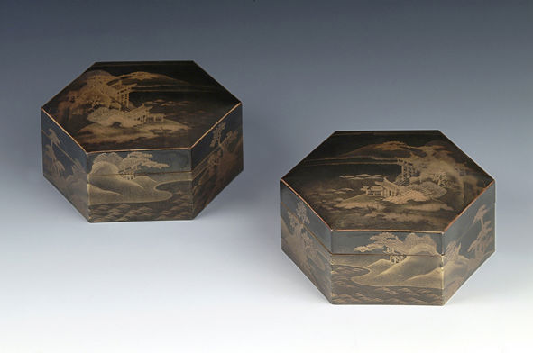 A pair of hexagonal boxes and covers, 18th Century.