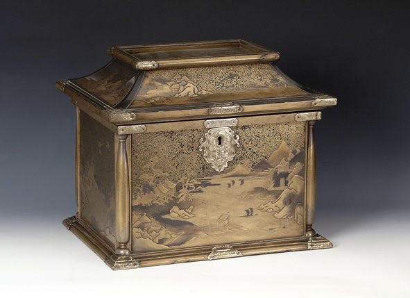 A rectangular lacquer casket and hinged cover, late 17th Century.