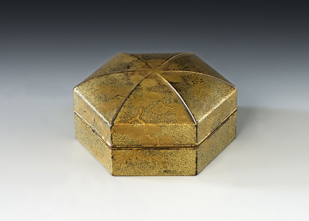 A hexagonal origami-shaped box, Edo period, late 17th/mid 18th Century.