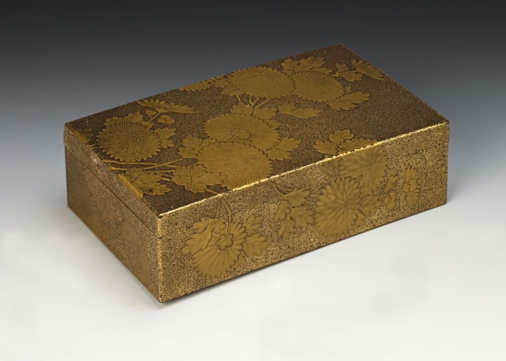 A rectangular box decorated with chrysanthemums, 19th Century.