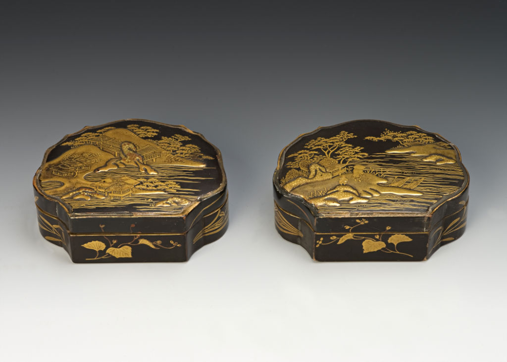 A pair of shell-shaped incense containers, late 17th Century.