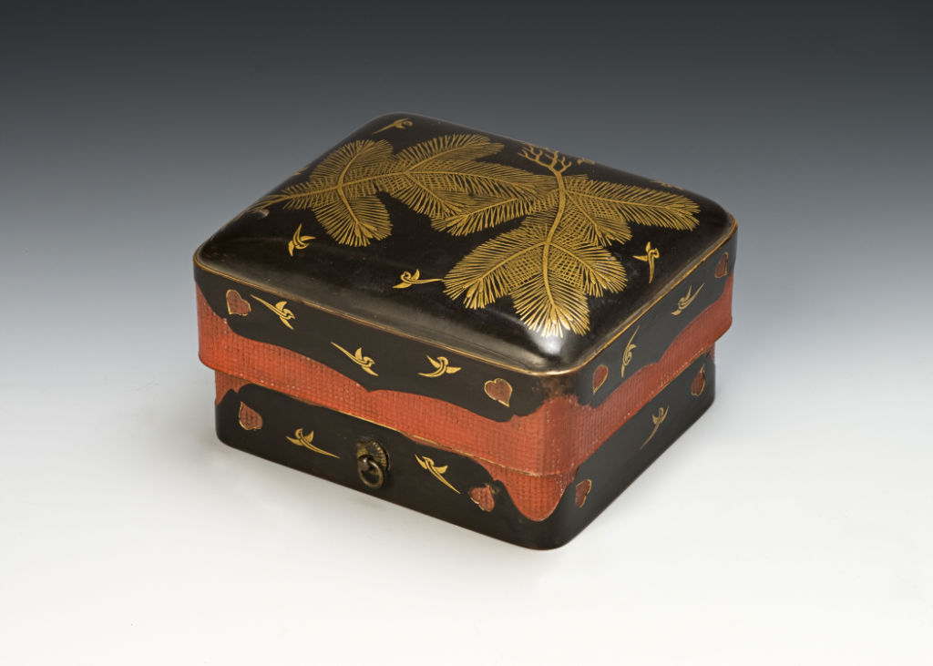 A small sumiaka-shaped box, late 18th/early 19th Century.