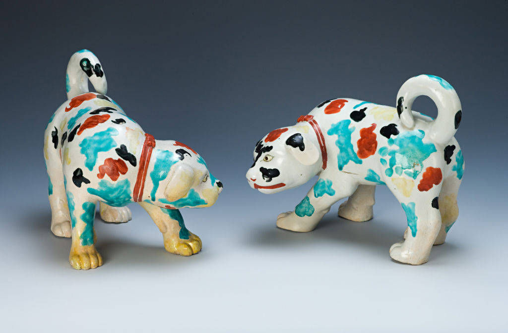 A pair of Arita puppies, circa 1670/80.
