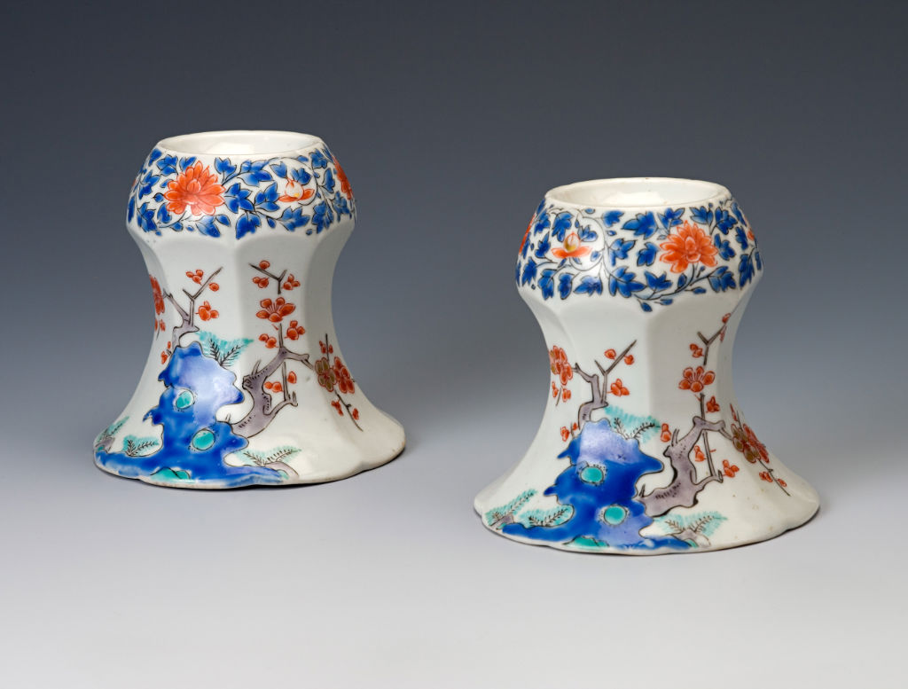 A pair of capstan-shaped, faceted trencher salts, Japanese, circa 1660/80.