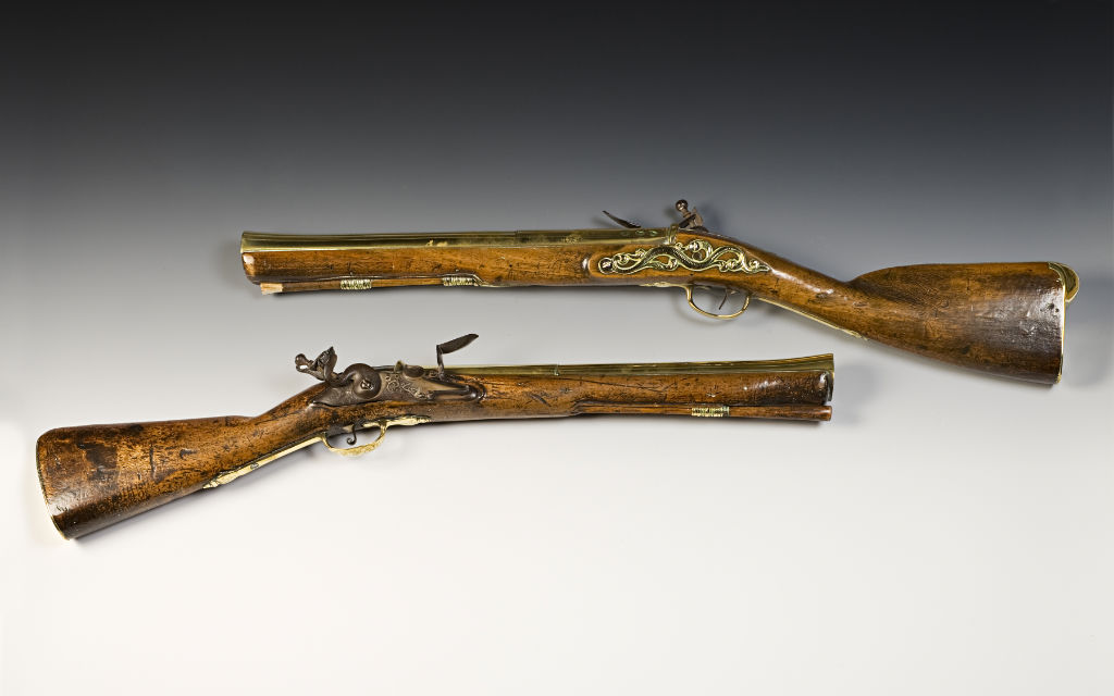 Two flintlock blunderbusses by John Dafte, circa 1680.