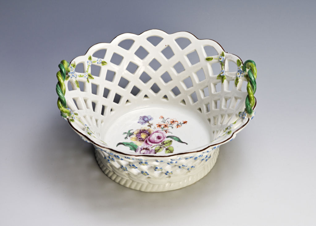 A pair of two-handled Chelsea circular baskets, 1752-1757.