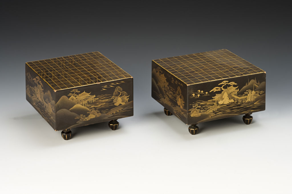 A pair of boxes and covers, 18th Century.