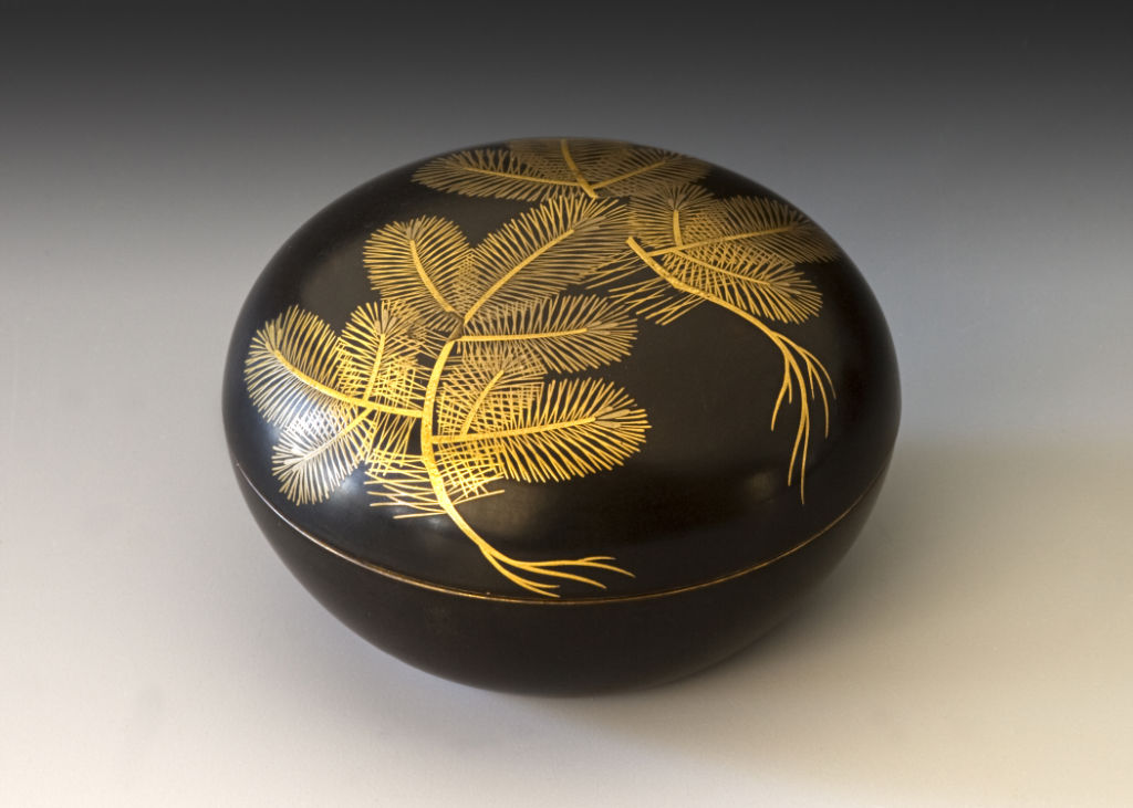 A round incense container, late 17th/early 18th Century.