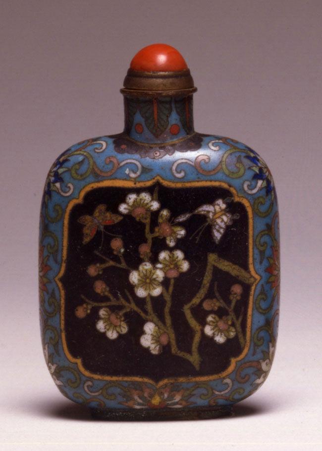 A cloisonné enamel snuff bottle, 1770-1820.