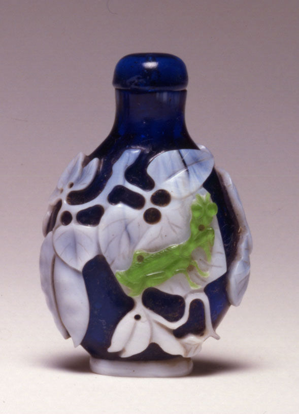 A glass overlay snuff bottle, 1770-1820.