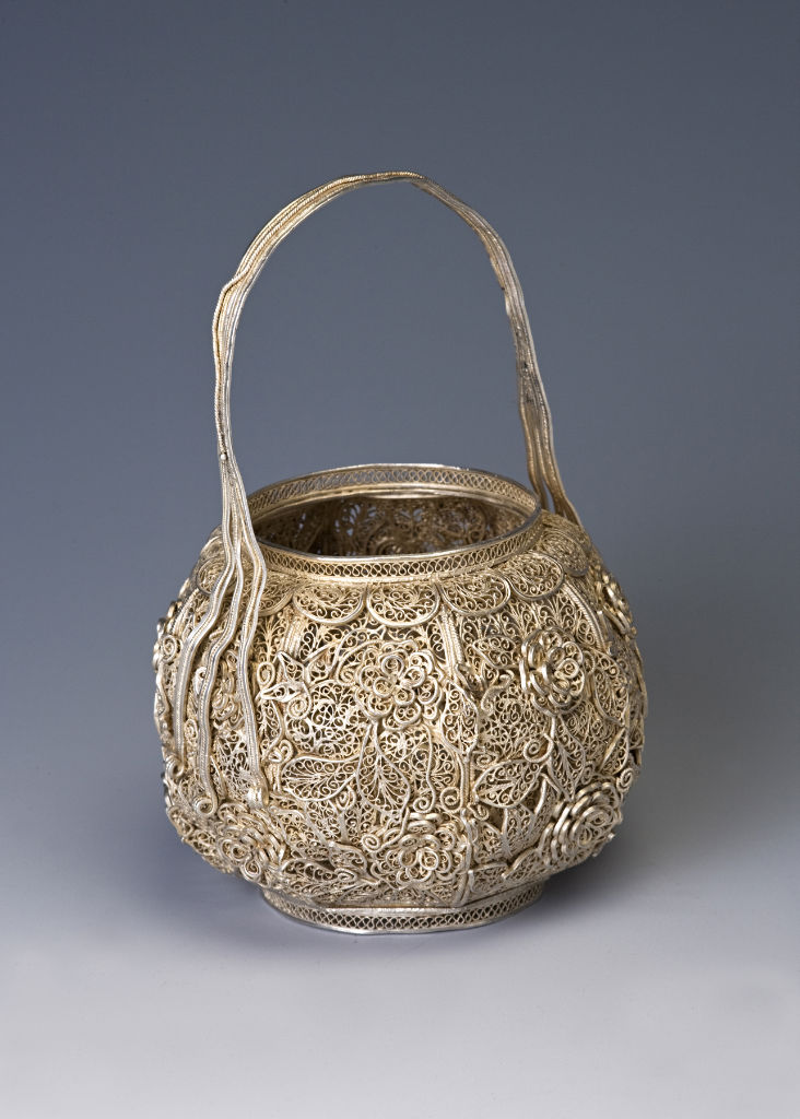 A silver filigree basket, early 18th Century.