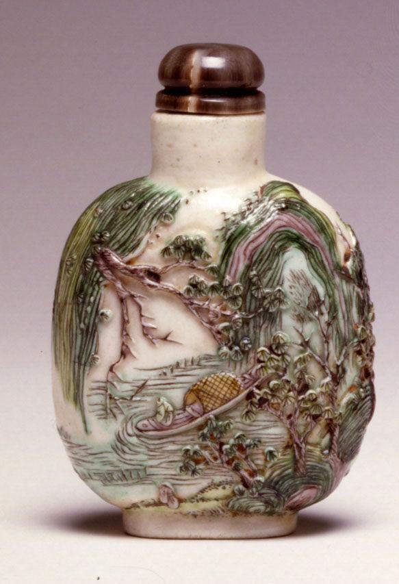 A porcelain snuff bottle, 1820-1860.