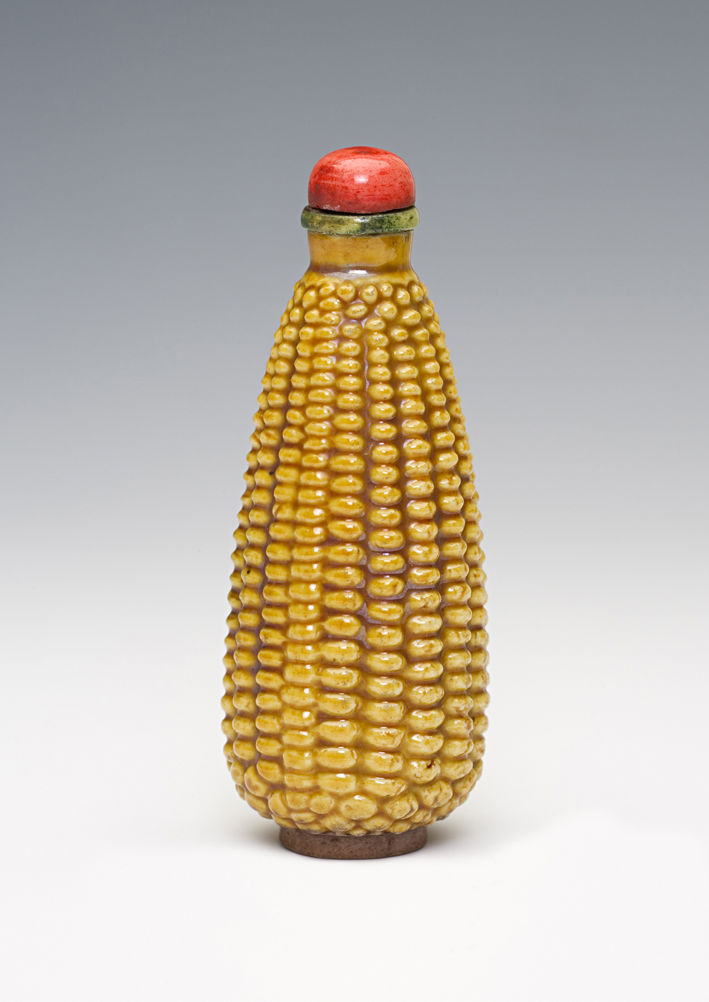 A porcelain snuff bottle, 1850-1900.