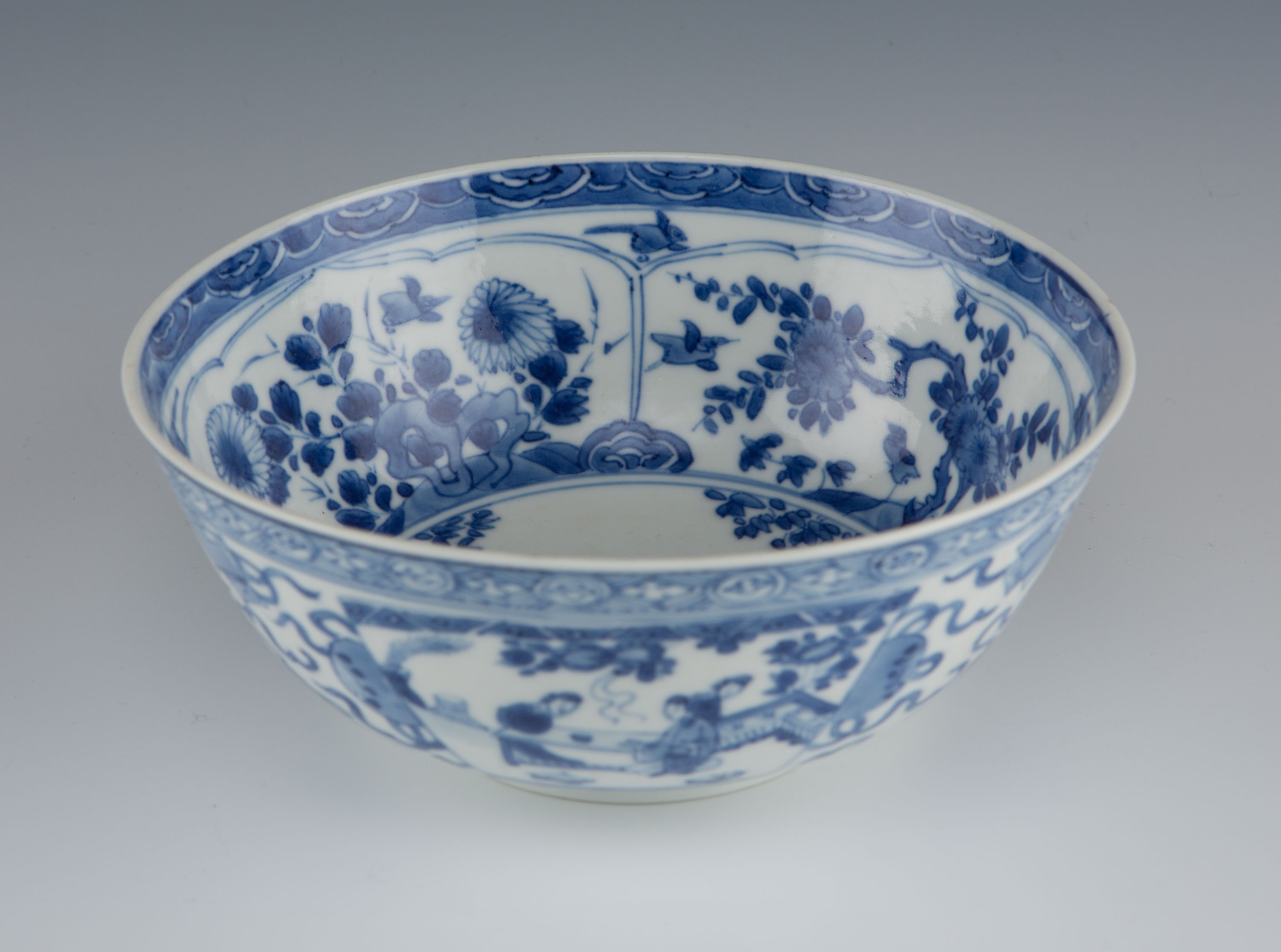 A blue and white bowl, Kangxi, 1662-1722.