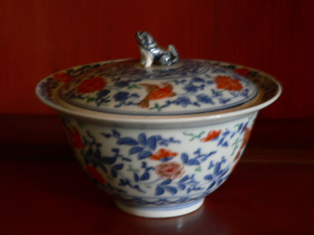A pair of bowls and covers, 18th Century.
