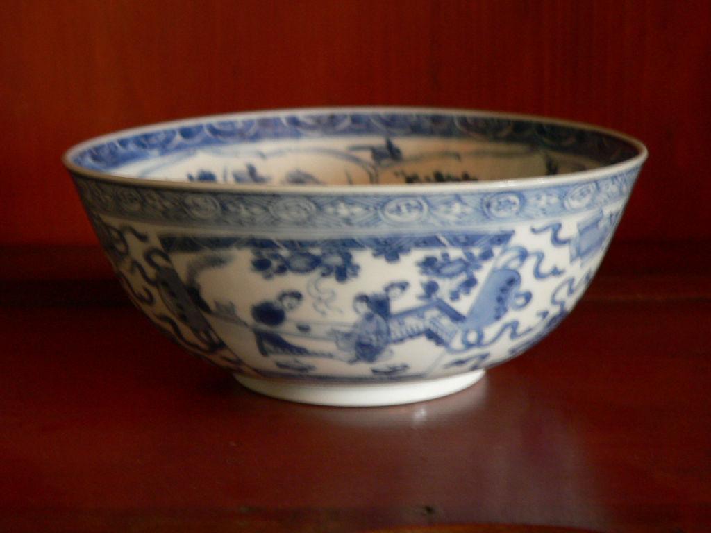 A blue and white bowl, Kangxi, 1662-1722.