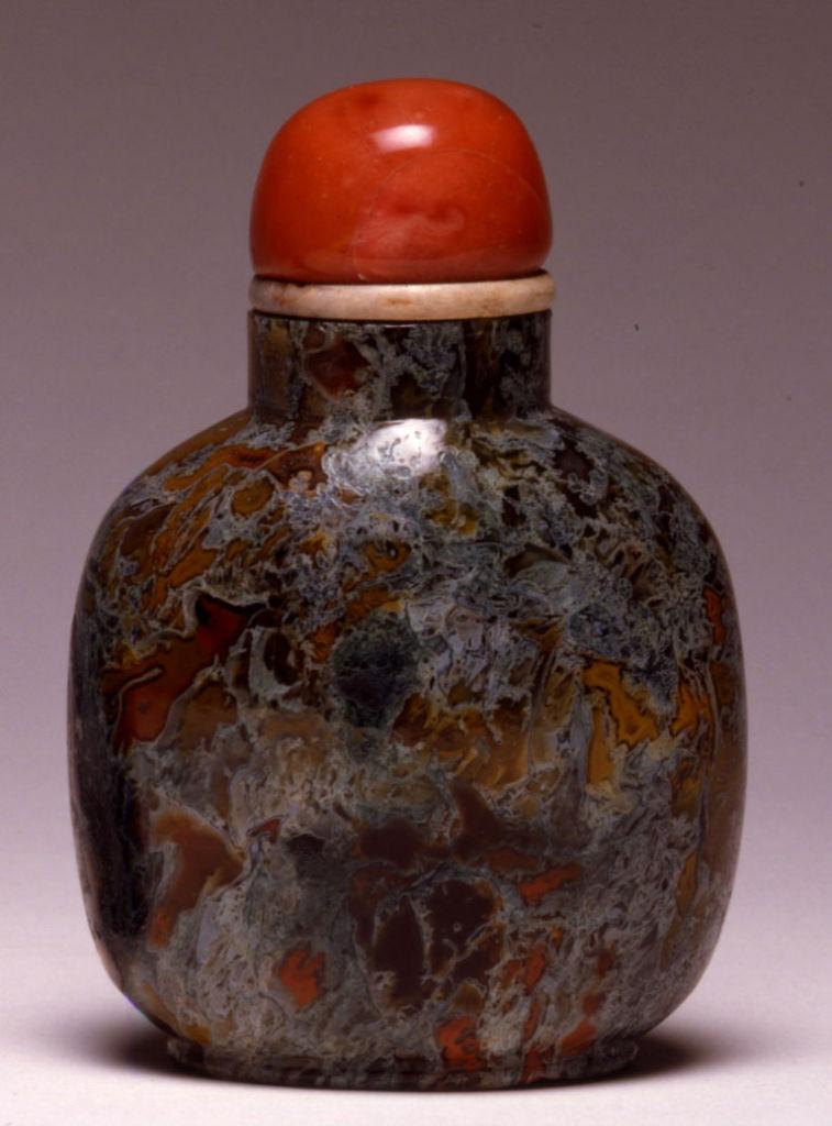 A quartz snuff bottle, 1780-1850.