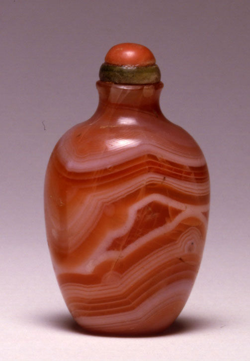 A quartz snuff bottle, 1750-1860.