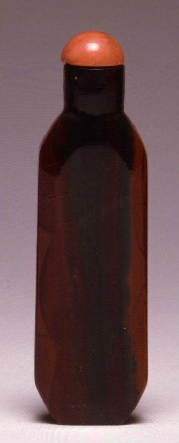 A quartz snuff bottle, 1750-1850.