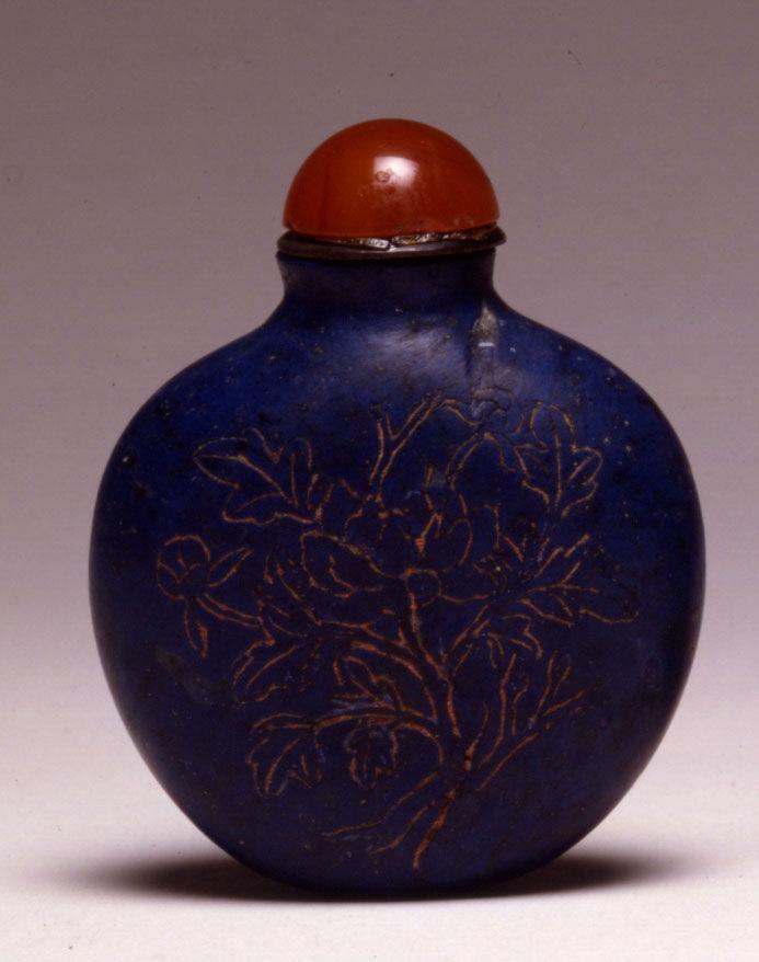 A lapis lazuli snuff bottle, 1800-1900.