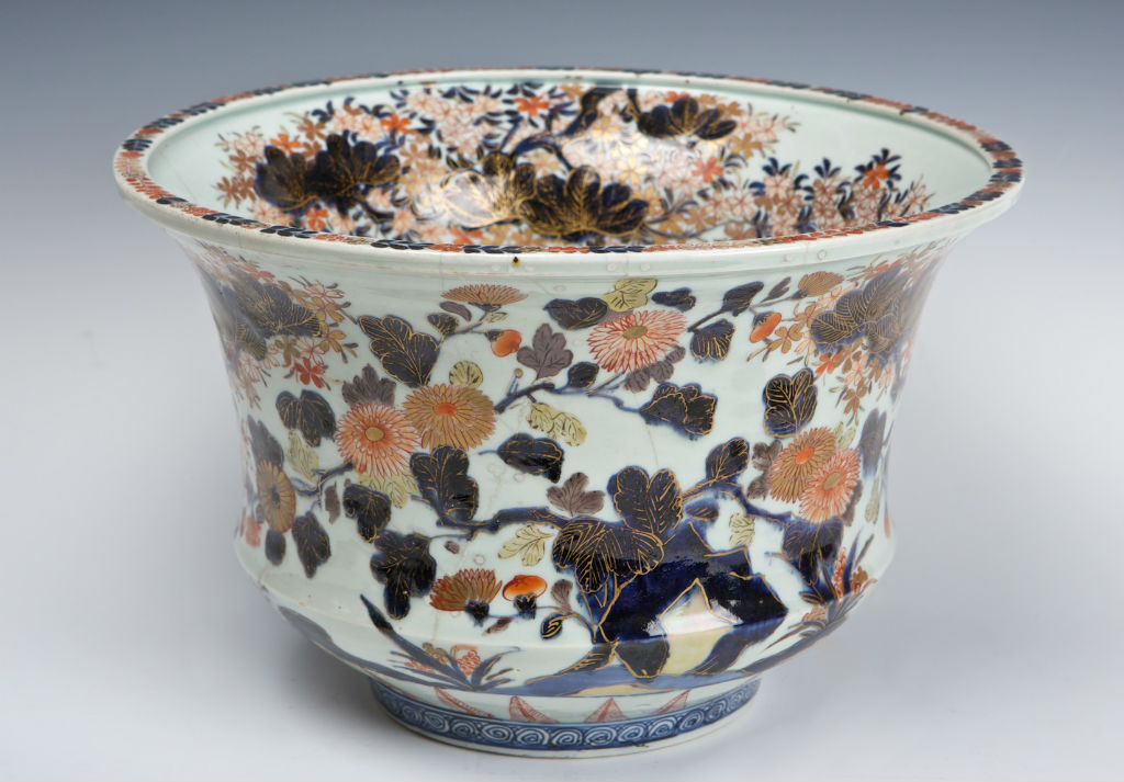 A pair of Japanese Imari waisted and everted jardinieres, early 18th Century.