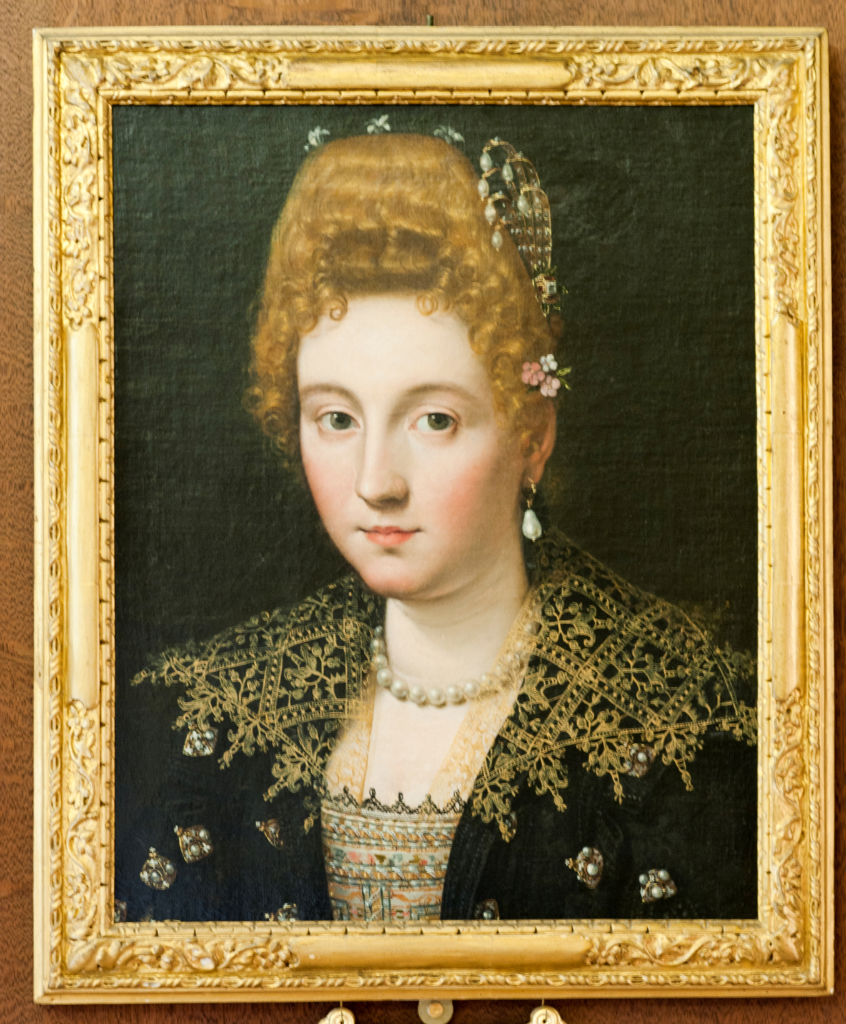 Attributed to Scipione Pulzone (1555-1594),</br> A Lady of the House of Parma.