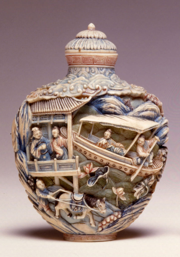 An ivory carved snuff bottle, 1820-1880.