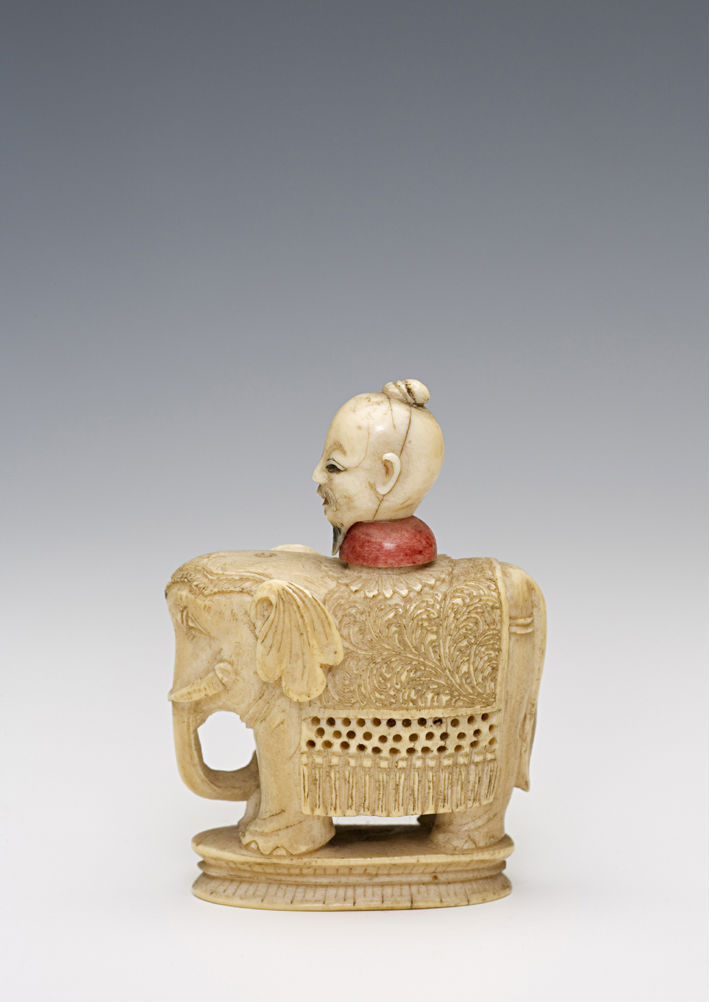 An ivory snuff bottle, 1850-1920.