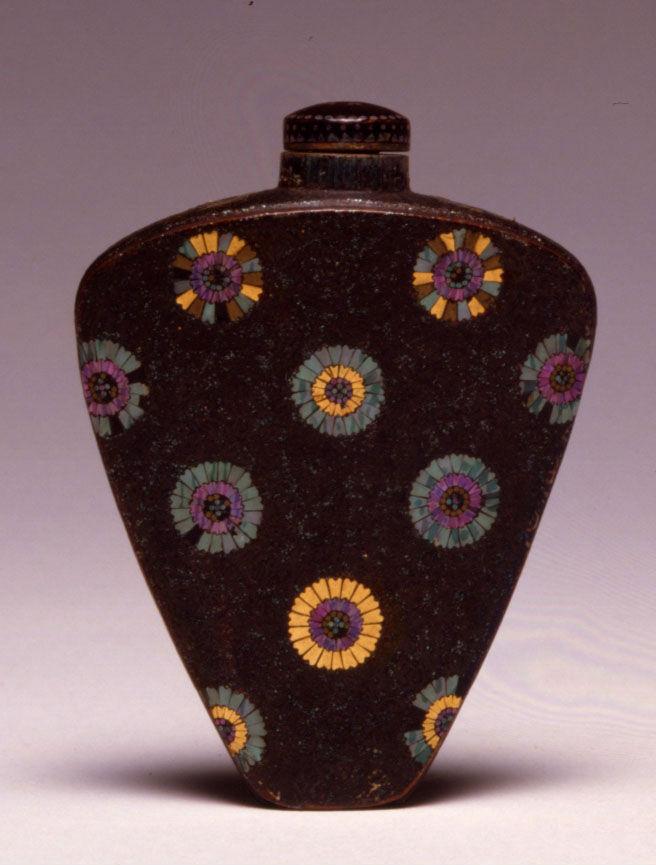 A lacque burgauté snuff bottle, Japanese, 1840-1880.