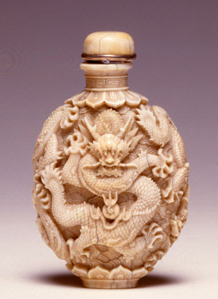 An ivory carved snuff bottle, Jiaqing, (1796-1820).