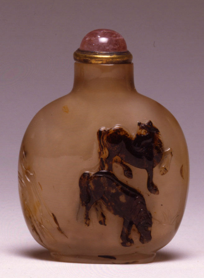 A quartz snuff bottle, 1780-1850.