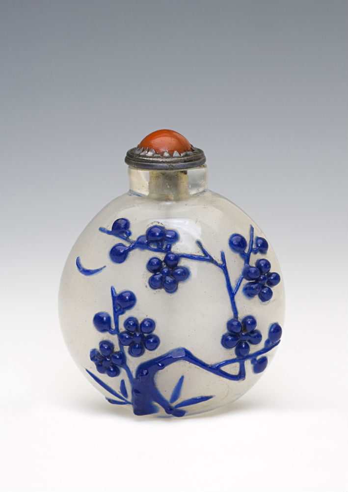 A clear glass snuff bottle, 1750-1900.