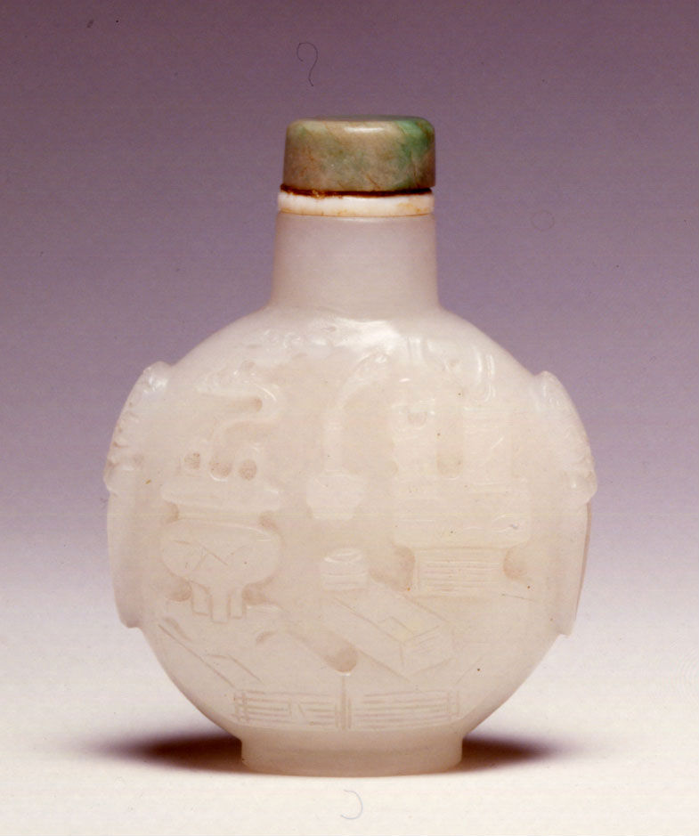 An opaque white glass snuff bottle, 1770-1850.