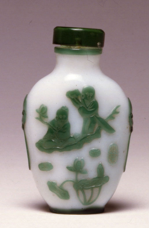 A glass overlay snuff bottle, Yangzhou, 1850-1900.