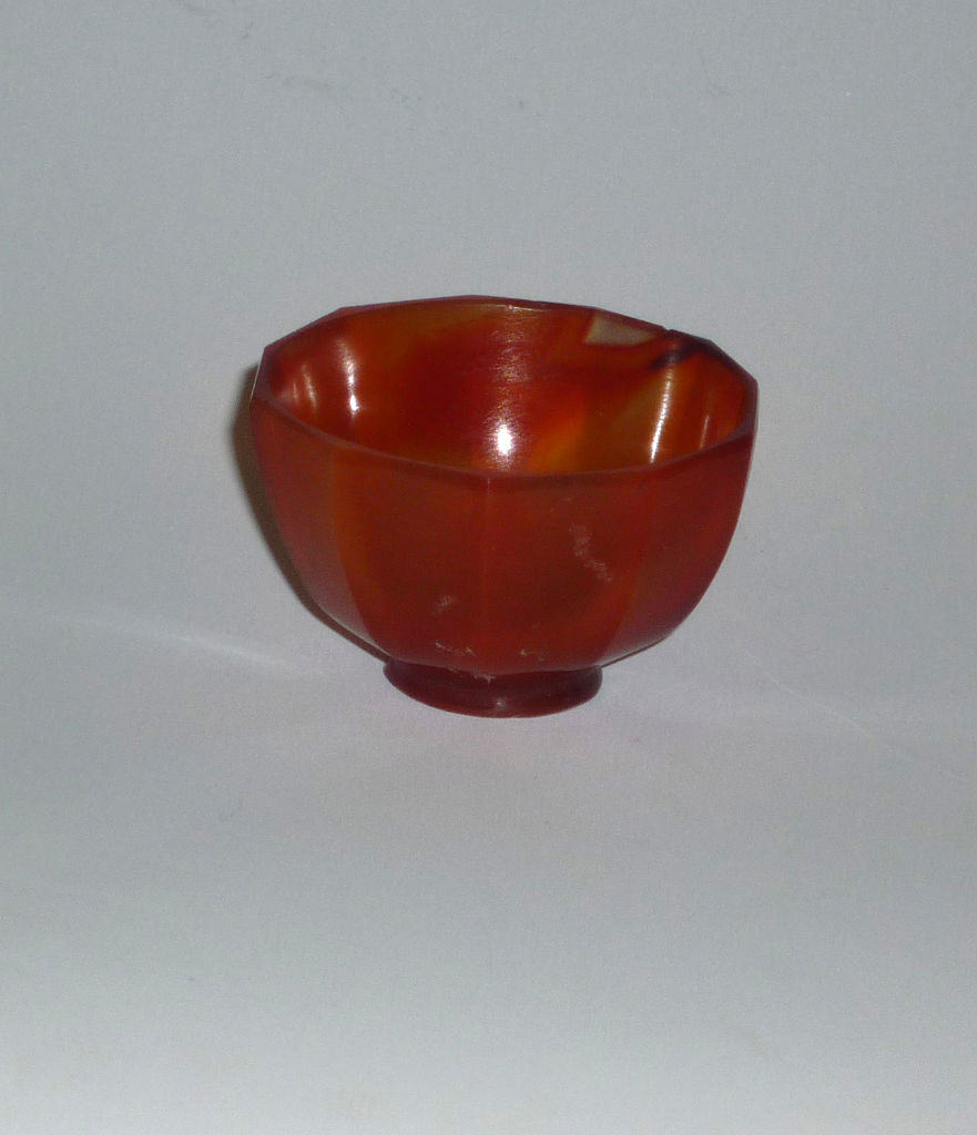 A small Indian almandine garnet bowl, from Cambay, 17th Century.
