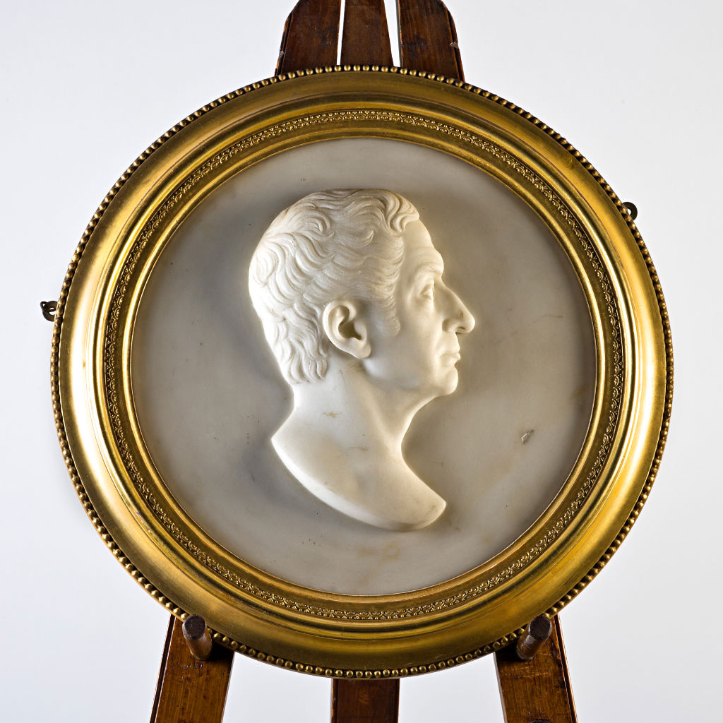 A pair of Victorian marble portrait roundels, circa 1840.