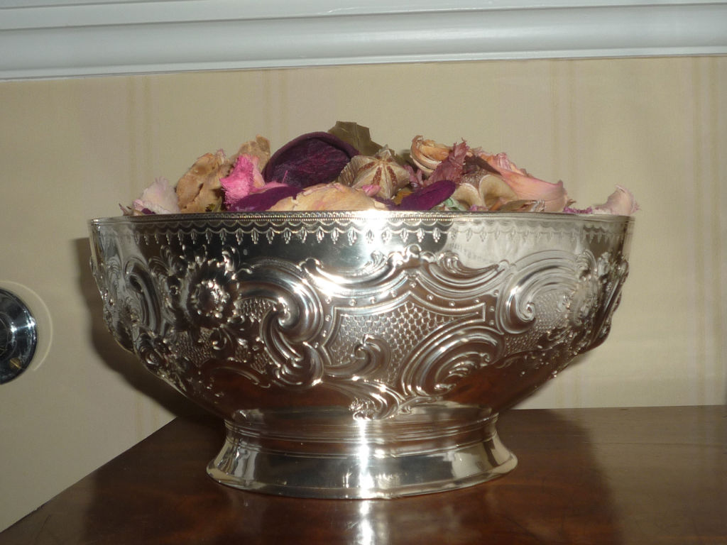 A George IV hemispherical rose bowl, George McHattie, Edinburgh, 1827.