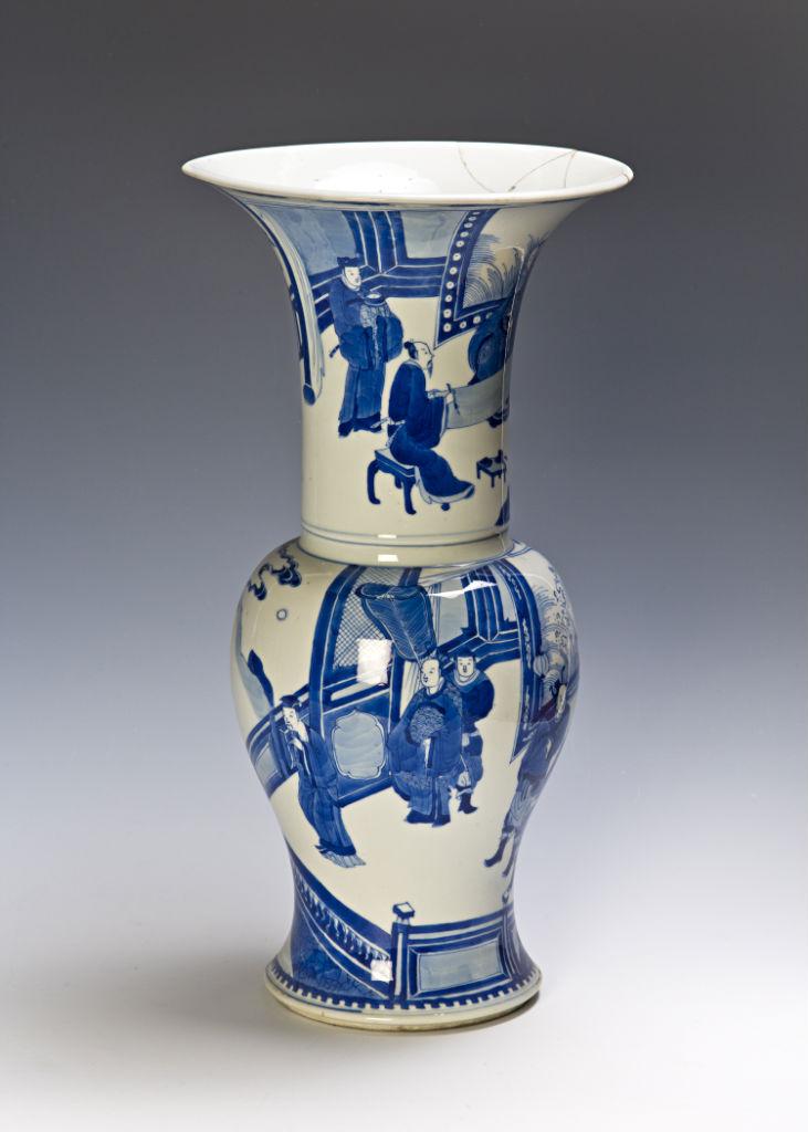 A blue and white Yen-Yen vase, Kangxi, (1662-1722).
