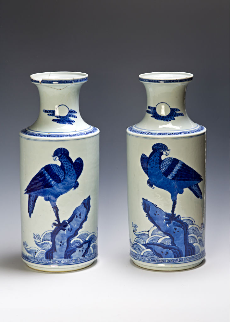 A pair of blue and white Rouleau vases, Qing, 18th Century.