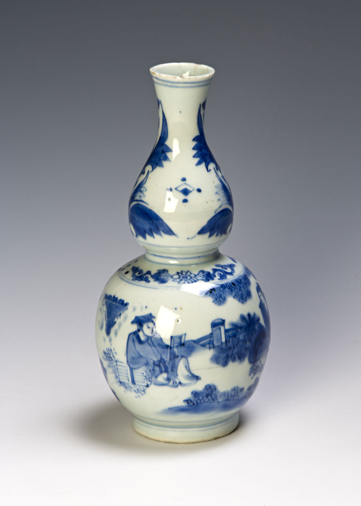 A Chinese blue and white bottle, Ming, circa 1630/40.