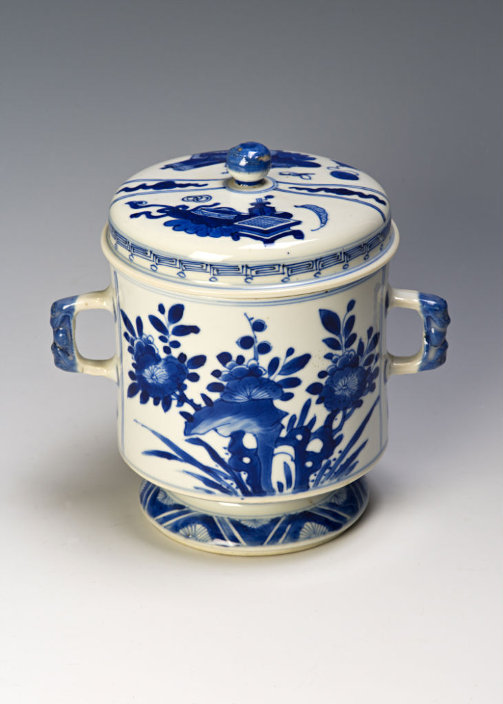 A two-handled blue and white jar and cover, Kangxi, (1662-1722).